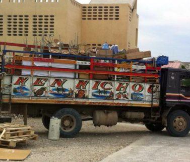 kontejner na Haiti_titulka