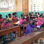 První den školy si žáci užívají v civilním oblečení